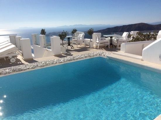 Above Blue Suites: beautiful pool