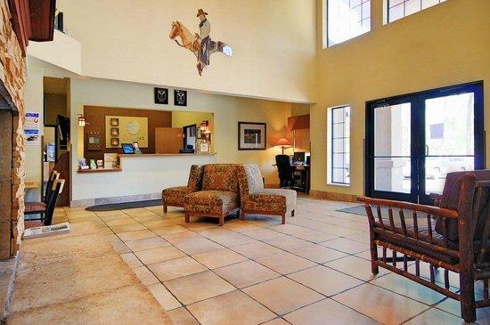 Comfort Inn - Midtown: Hotel Lobby