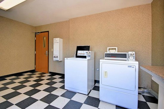 Comfort Inn - Midtown: Guest Laundry