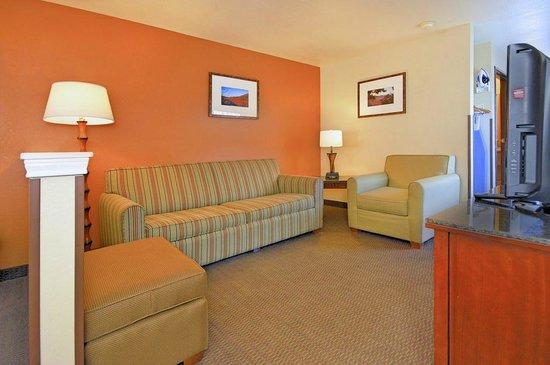 Comfort Inn - Midtown: Living Area of Suite Room