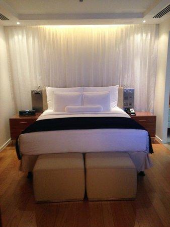 The Ritz-Carlton Abu Dhabi, Grand Canal: Comfortable bed
