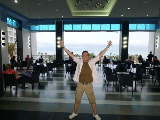 Hotel Riu Playa Blanca: Lobby Bar, super nice