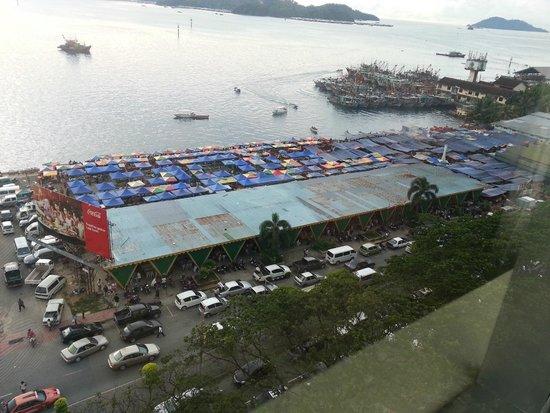 Le Meridien Kota Kinabalu: View on the market