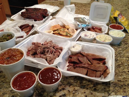Brisket ribs chicken bbq and sides all delicious for What sides go with barbecue chicken