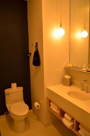 NU Hotel: Lovely bathroom