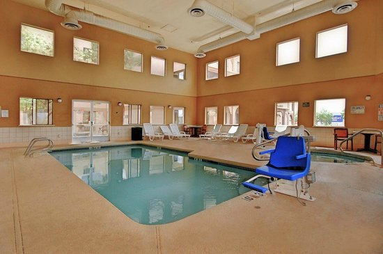 Econo Lodge: Indoor heated pool and spa