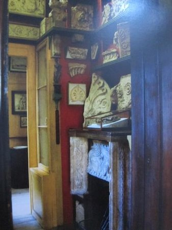 Musée Sir John Soane : sample look of all the beautiful collections (postcard view)