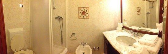 Albergo Marina : Bathroom