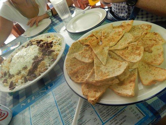 Athens Pizza: Ladopsomo y Pan Pitta