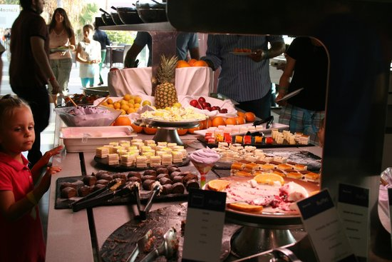 Barcelo Castillo Beach Resort: buffet dessert