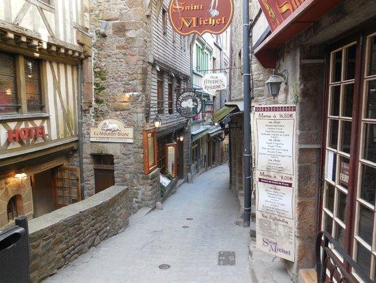 Abbaye du Mont-Saint-Michel : Main Street at Base of Island