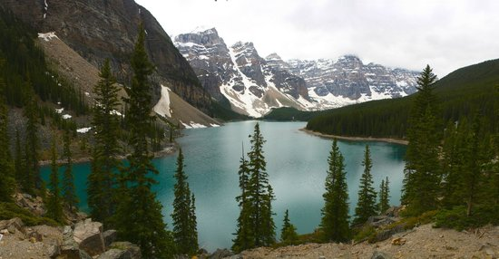Moraine Lake: Overview of the lake