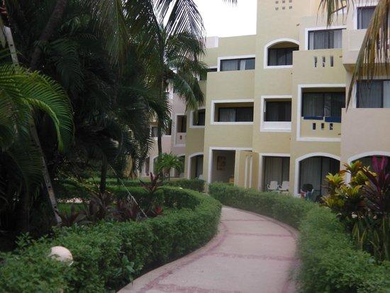 Viva Wyndham Maya : Hotel grounds