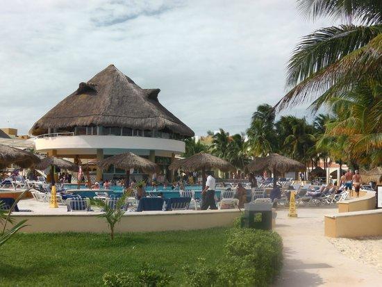 Viva Wyndham Maya : Pool area