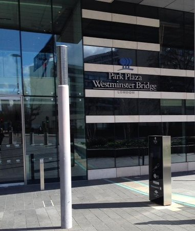 Park Plaza Westminster Bridge London : Inngangspartiet sett utenfra