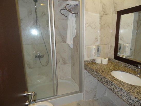 Yasmin Resort Bodrum: душ