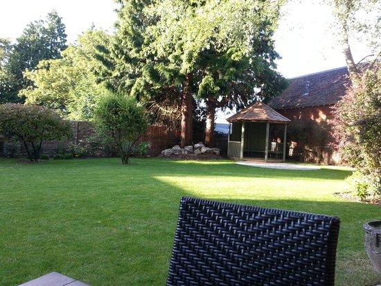 The Crown Manor House Hotel: Garden