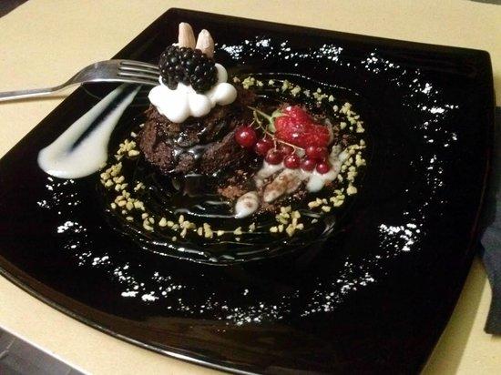 Hoshy Sushi Lab: 温かいチョコレートケーキ