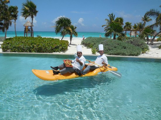 Secrets Maroma Beach Riviera Cancun : Pool service