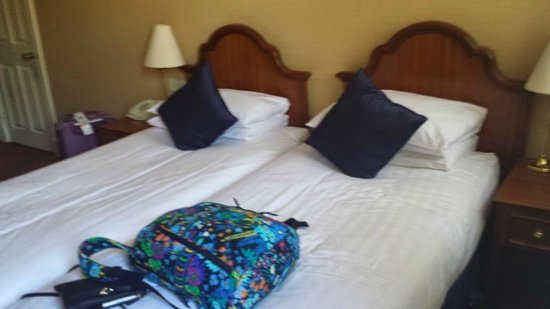 Kensington Gardens Hotel : Neat, comfortable beds