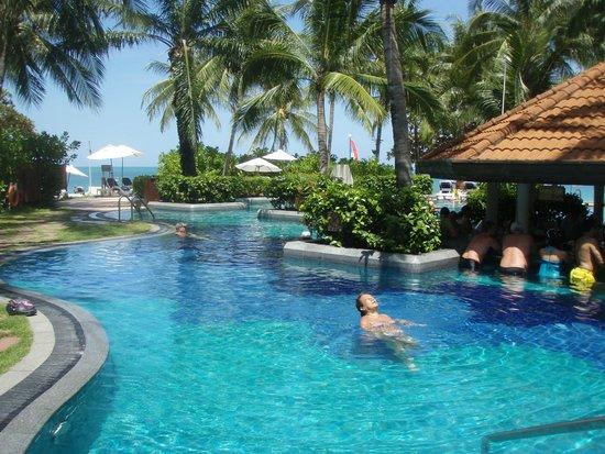 Centara Grand Beach Resort Samui : Huge pool