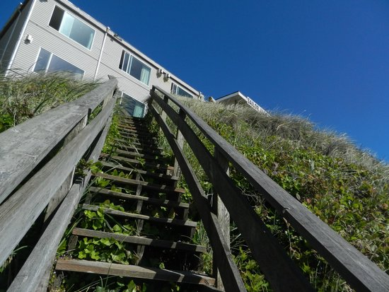 Sailor Jack Ocean Front Motel: these are the stairs you climb to get to the beach