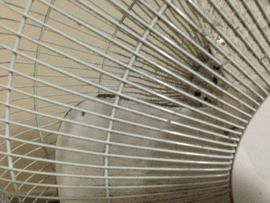 Travelodge London Waterloo Hotel: filth in the fan