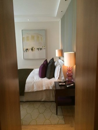 Corinthia Hotel London : View of entryway into bedroom