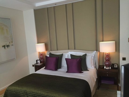 Corinthia Hotel London : Comfortable bed