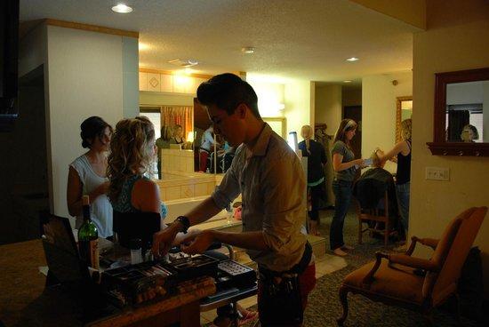 American Inn & Suites Ionia : Executive Suite During Wedding Preparations - lots of room!