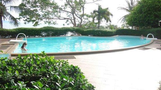 Sarikantang Resort & Spa: zwembad aan het strand