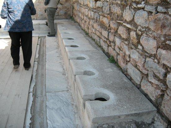 Vieille ville d'Éphèse : ancient privies