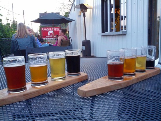 Paw Paw Brewing Company: Vários tipos de cerveja artesanal...