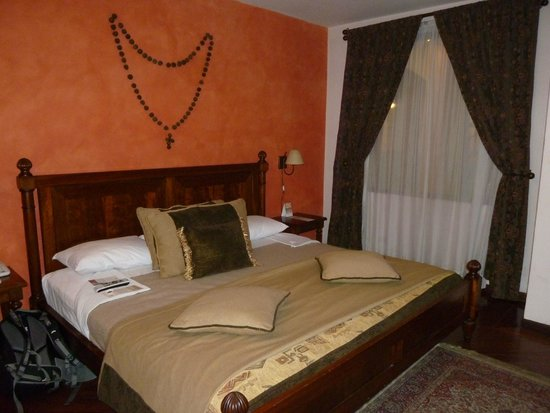 Hotel Patio Andaluz: Beautiful room with very comfortable bed