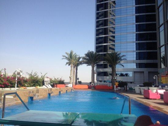 Media One Hotel Dubai : The pool