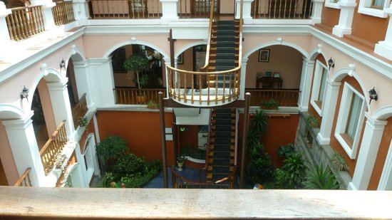 Hotel Patio Andaluz: Internal Courtyard looking down into Bar area