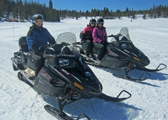 Red Cliff, CO : Snowmobiling