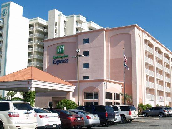 Holiday Inn Express Orange Beach: Hotel street view.