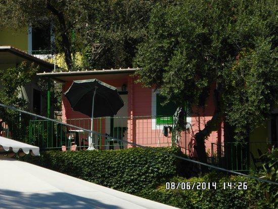 Villaggio Resort Nettuno : il bungalow visto dalla reception
