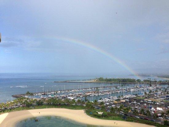 Hilton Hawaiian Village Waikiki Beach Resort: View from our Rainbow Tower Room facing the harbor