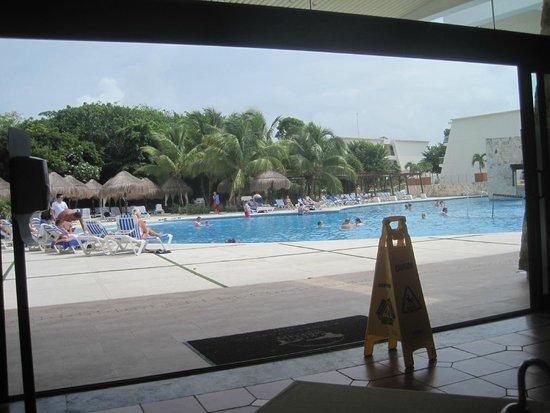 Grand Sirenis Riviera Maya Resort & Spa: El Rancho Snack buffet by pool