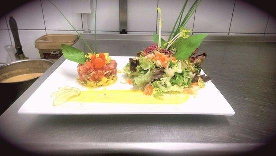 Le Lunch: Tartare de thon rouge frais à la mangue.