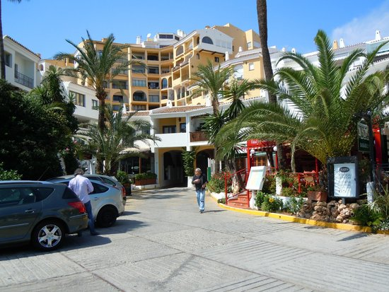 Puerto Cabopino Beach and Marina: grand luxe