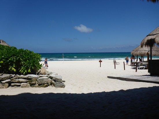 Valentin Imperial Maya: Daytime from the beach bar