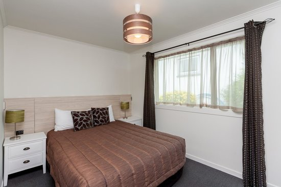 The Strand: One Bedroom Unit - Queen Bed in the Bedroom