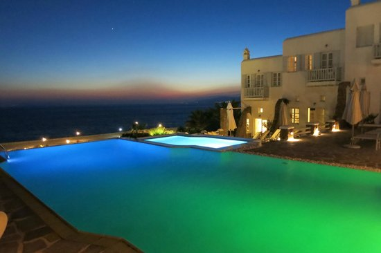 Apanema Resort: Pool at twilight