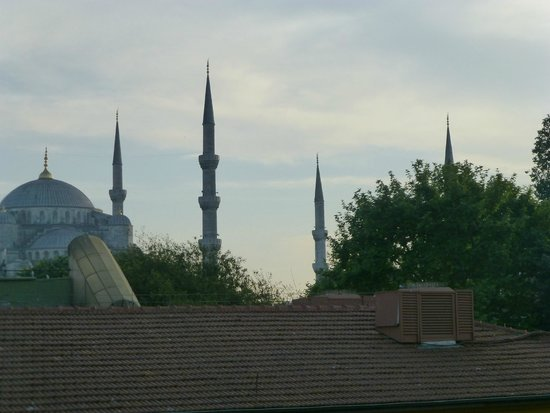 Armada Istanbul Old City Hotel: Blue Mosque from hotel's terrace