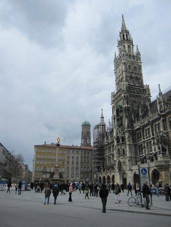 Neues Rathaus: El edificio y su entorno