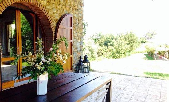 Boschi di Montecalvi: the main villa porch view