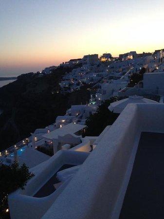 Katikies Hotel: Evening View
